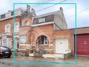 Charmante maison 3 façades rénovée en 2006, d'une superficie de plus de 200 m² offrant une multitude de possibilité.