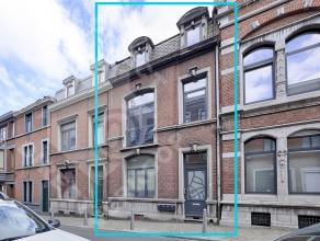 Cette maison typique du début du XXe siècle est située au cur de Liège.  proximité de tous services et commodit&eac