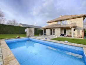 Sublime villa de style provençal située dans un quartier résidentiel Mont-Saint-Jean à Waterloo de ± 290m². Co