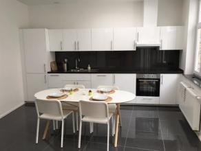 Superbe rez-de-chaussée 1 CH meublé de +_ 70 m2. Il se compose comme suit: 1 living ( canapé, meuble télé), 1 cuisi
