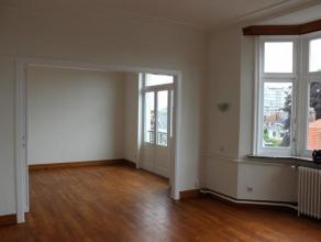 Situé a deux pas du rond point Meiser, superbe appartement tres lumineux et de caractère rénové et repeint de 120m² s
