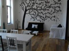 Appartement moderne et remis à neuf de 150 m2 comprenant deux grandes chambres, une salle de bain avec baignoire et douche séparé