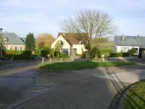 TERVUREN - sur la commune de LEEFDAAL - Bungalow sur 10are entièrement rénovée en 2011. Hall d'entrée avec toilette et ves