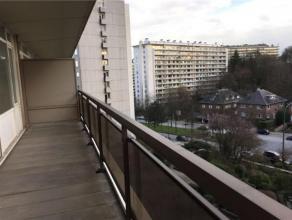 ROODEBEEK // TOMBERG // Lumineux appartement 2 chambres - possibilité 3 - dans un immeuble à appartements situé avenue Paul Hyman