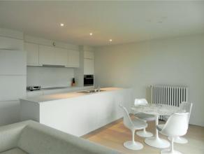 SCHAERBEEK - HUART HAMOIR - Au 3e étage d'une prestigieuse maison de maître, superbe appartement 3 chambres MEUBLE, +/- 135 m², salo