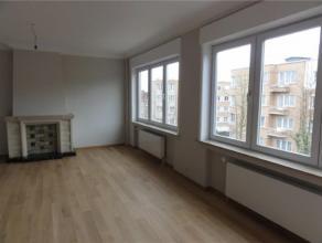 HEYSEL// ATOMIUM// Superbe appartement se composant: d'un hall d'entrée, d'un salon et d'une salle à manger (+/-40m²), un bureau( 1