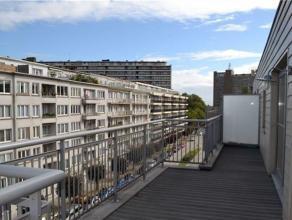 OTAN // superbe penthouse de +/- 95m² avec: hall d'entrée avec placards et wc, séjour de ±30m² avec parquet en ch&ecirc