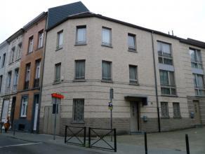Sur la commune de Molenbeek - Proche de CH.de GAND / Arrêt Etangs Noirs - Belle maison avec 6 grandes chambres, construction de 2005, superficie