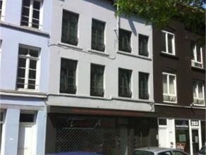 QUARTIER DES MAROLLES // CENTRE : Immeuble Mixte situé sur Bruxelles villes rez-de-chaussée commercial de 145m² + 3 appartements en