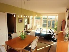 CALVOET// LYCEE FRANCAIS// MOENSBERG// Magnifique maison 3 façades composée d'un hall d'entrée, d'une charmante et lumineuse sall