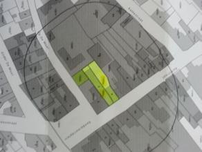 """Deze 2 woning , centraal  gelegen in de Kerkstraat 1 & 3, waarvan één van verhuurd is, zijn te renoveren,  en de grond """" Op De Muur"""""""