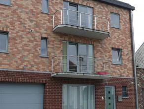 Bel Appartement récent comprenant un hall d'entrée, une toilette, un living de 36m², une cuisine américaine équip&eac