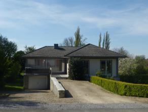 Localisée au centre de Pont-à-Celles (15 min de Nivelles), dans une rue calme, cette jolie maison lumineuse est dotée d'une grand