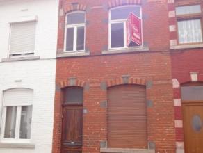 A proximité du centre et des commerces de Braine-Le-Comte, venez découvrir cette maison deux façades à rénover enti