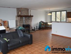 Dit appartement op het eerste verdiep bevindt zich in een doodlopende straat met weinig passage.Met zijn 132 m² (+40m² inkomhal en garage op