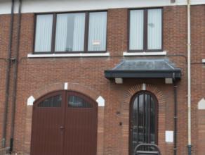 Deze gezellige woning vindt men terug in één van de meest aangename wijken van Mortsel.Zeer rustig maar toch centraal nabij verschillend