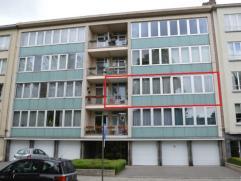 Dit ruim appartement met een oppervlakte van maar liefst 122 m² is gelegen op de tweede verdieping van een residentie met lift. In 2012 werd het