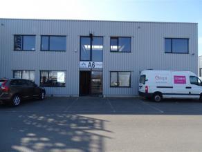 Deze recente KMO unit (bouwjaar 2009) kent een bevoorrechte ligging aan de Terbekehofdreef te Wilrijk. Het pand werd doorheen de jaren goed onderhoude