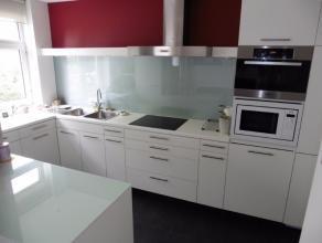 Gerenoveerd appartement (2010) met wel 112m² bewoonbare oppervlakte en met een lift in het gebouw, gelegen op een gunstige locatie met goede verb