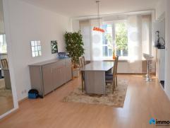 In het hartje van Mortsel vindt men dit gezellig appartement terug op de 1ste verdieping van een klein gebouw zonder gemeenschappelijke kosten.Het app