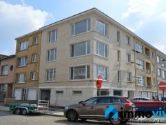 Het betreft een ruim en zeer licht appartement op de hoek van de Pater Damiaanstraat en de Prins Boudewijnlaan te Wilrijk. Dit appartement is gelegen