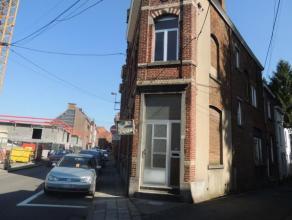 BRAINE-LE-COMTE. Rue Hector Denis, 20A -20B. Maison de coin à vendre, à rénover entièrement, actuellement divisée e