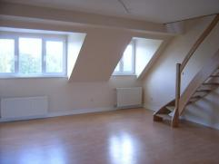 Prachtige duplex appartement op de 3e verdieping (zonder lift) gerenoveerd 65 m ² -woonkamer - Keuken - slaapkamer - badkamer