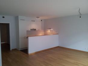 Prox. Basilique. Luxueux appartement NEUF (± 90 m²) + 2 terrasses de 5 m² chacune. Hall, living avec parquet (± 37m²), cu