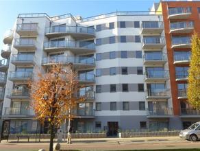Prox Basilqiue. Luxueux appartement NEUF (± 90 m²) avec 2 terrasses. Hall d'entrée, living avec parquet, cuisine américaine