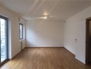 Prox Basilique, studio neuf de ± 40 m² habitables + terrasse (± 5 m²). Hall d'entrée, un living avec coin à dorm