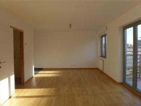 Studio neuf de ± 40m² habitables + terrasse (± 5m²). Hall d'entrée, un living avec coin à dormir, un cuisine &ea