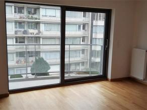 Luxueusement appartement NEUF ( ± 85m²) + terrasse comprenant : Hall, living avec parquet de ± 23m², cusine USA super é