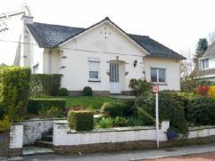 Située dans un quartier calme et résidentiel, charmante villa 4 façades de +/-180m², à rénover, sur un terrain