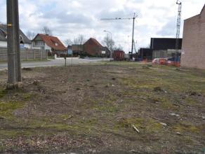 Mooi hoekperceel van 664m2 bouwgrond tbv half open bebouwing aan de Geelsebaan/Bergenstraat te Retie. Breedte aan de Geelsebaan : 21,15 m (zie lot 3 p