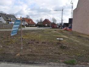 Mooi hoekperceel van 664m2 bouwgrond tbv half open begouwing aan de Geelsebaan/Bergenstraat te Retie.Breedte aan de Geelsebaan : 21,15 m (zie lot 3 pl