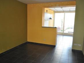 Gelijkvloers 2-slaapkamer appartement in het centrum van Arendonk.Indeling : hal, toilet, 2 slaapkamers, badkamer, woonkamer, keuken met schuifpui naa