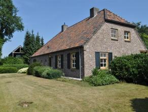 Gezellige langgevel boerderij/villa met ruim, vrijstaand bijgebouw gelegen in een rustige villawijk nabij Postel. Indeling : inkomhal, gezellige woonk
