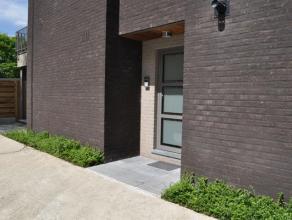Interessant appartement op de eerste verdieping nabij het centrum van Arendonk, rustig gelegen. Inkomhal, 2 slaapkamers, berging, badkamer (ligbad, do