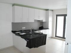 TE CONTACTEREN: Gunther: 0485 00 85 35 Dit splinternieuwe appartement is gelegen in het centrum van Erembodegem nabij het station en in de buurt van u
