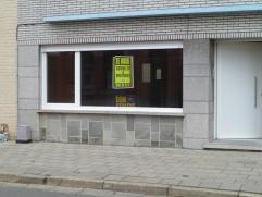 BEL NATHALIE OP HET NUMMER 0473/ 363 391 Dit gerenoveerde gelijkvloersappartement is gelegen aan de rand van Erembodegem en op 5 minuten van Aalst. Di