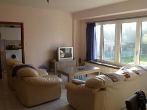 Bel Gunther op 0485/008 535 Dit ruime en rustig gelegen appartement omvat Een ruime woonkamer met daarop aansluitend een grote keuken. Achteraan de wo