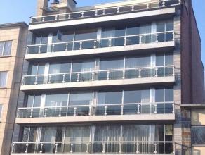 Dit appartement op de 5de verdieping omvat een inkomhal, ruime woonkamer met aansluitend de keuken. Achteraan de woning zijn er 2 mooie slaapkamers. E