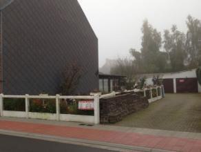 centraal in dorpscentrum gelegen bouwgrond voor woning type half open bebouwing. 11 meter straatbreedte. Bespreekbaar.