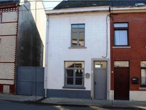 OPTION OPTION OPTION Belle petite maison entièrement rénovée avec cour, annexe, passage latéral et jardin sur 5 ares 60 ce