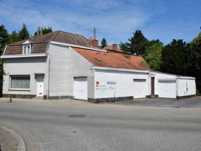 Deze alleenstaande woning ligt op wandelafstand van het centrum en de Doorniksewijk. De eigendom is te renoveren en omvat: voorplaats, keuken, leefpla