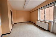 En plein centre, appartement de 56m², 1 chambre au rez de chaussée composé de: hall d'entrée carreléliving carrel&eac