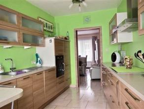 "xmlns=""http://www.w3.org/1999/xhtml""> SITUATIONVous recherchez une maison avec jardin, garage, 1 chambre, SDB, living, cuisine hyper-équip&e"