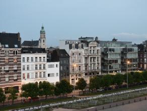 Prachtige kantoorruimte met zicht op de Schelde, aan de befaamde Scheldekaaien. Het pand bevindt zich op de 3e verdieping van een volledig verbouwd hi