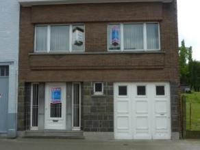 Een ruim woonhuis met vier slaapkamers en garage gelegen op 6a36ca. Strategisch gelegen nabij scholen, winkels, openbaar vervoer en het centrum van Aa