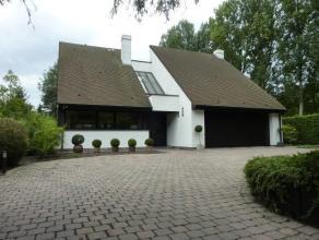 Prachtig en residentieel gelegen villa op 24are ligt in een doodlopende straat met ruraal karakter nabij het centrum van Dendermonde. Deze uitzonderli